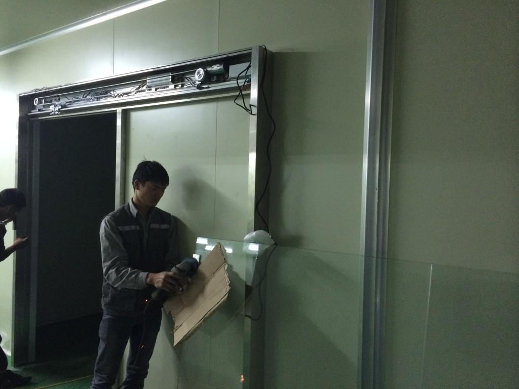 Lắp đặt hệ thống cửa tự động