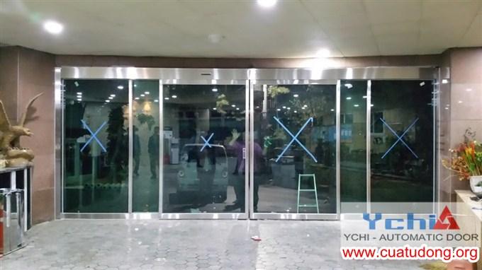 Lắp đặt cửa tự động tại Grand plaza