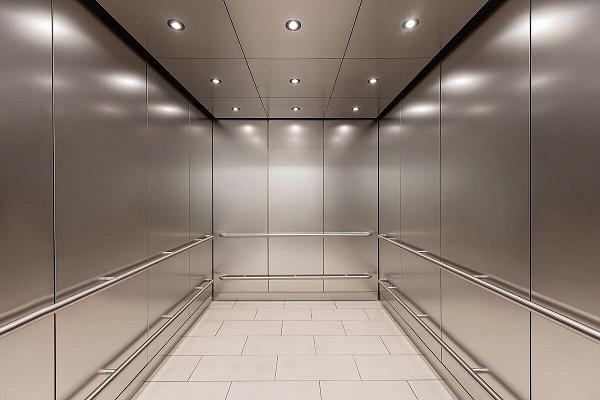Ốp cabin thang máy giúp cho không gian trong thang thêm bắt mắt, thể hiện phong cách của công trình